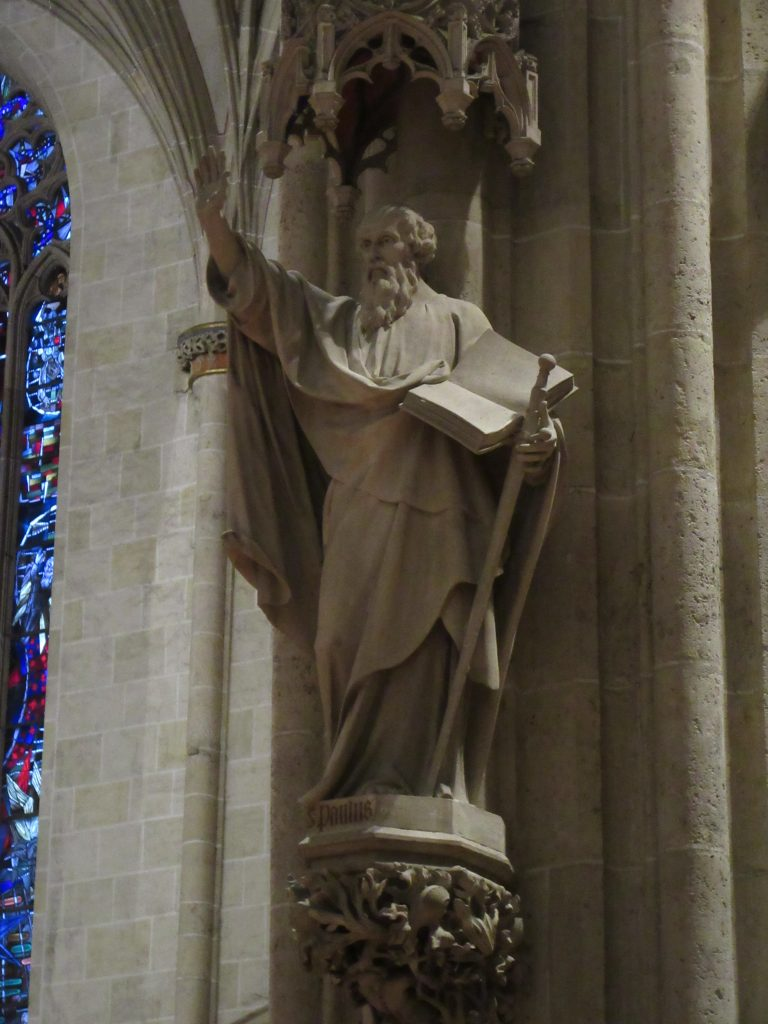Stoned Dawg with book at Ulm Minister, Ulm Cathedral