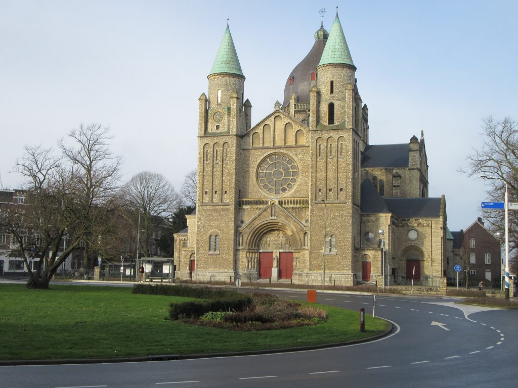 Roundabout and church at Maastricht