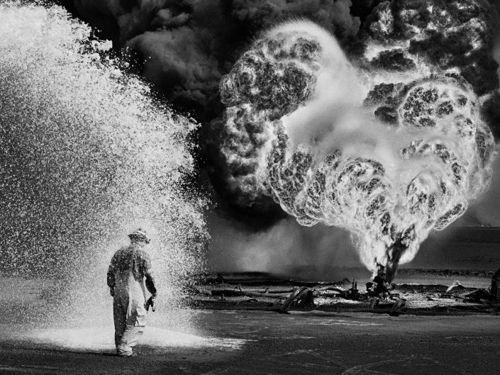 Oil worker in Kuwait 1991, black and white photo