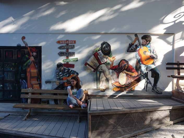 Street art and a chick in Veliko Tarnovo